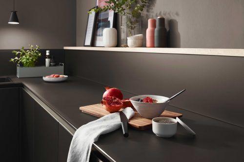 Arbeitsplatten erfüllen die verschiedensten Aufgaben in den Küchen.AMK