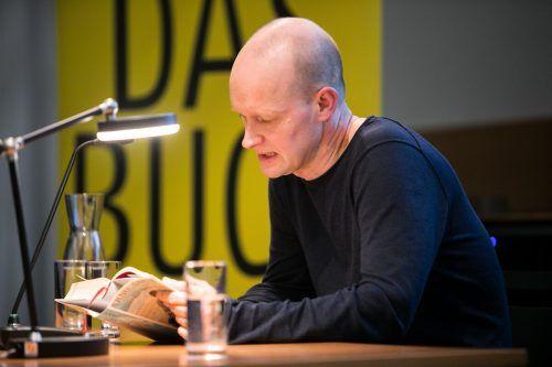 """Arno Geiger bei der Lesung aus """"Unter der Drachenwand"""" bei Russmedia. sams"""