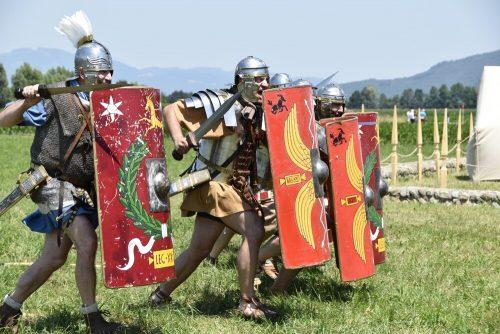 Auch die strammen Römer freuen sich auf viele Gäste bei der Römervilla in Brederis.GEMEINDE RANKWEIL