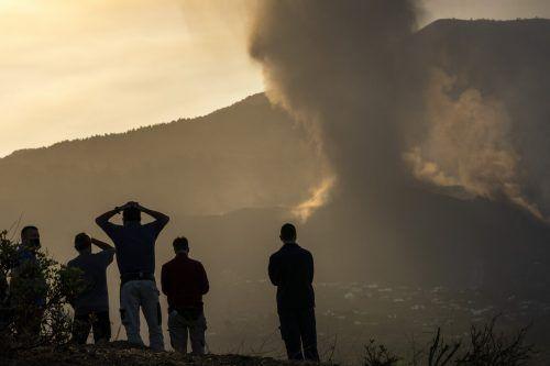 Auch gestern stieß der Vulkan Asche und Lava aus. ap
