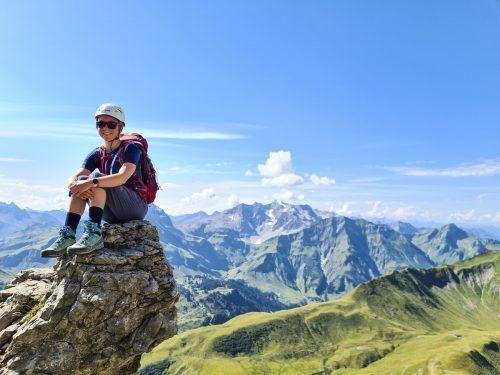Auf dem Weg zum Gipfel hat man immer wieder schöne Blicke auf die Berge des Bregenzerwaldes, wie hier im Hintergrund auf die Braunarlspitze.Oliver Ihring