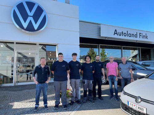 AUTOLAND FINK Am 1. September empfing die Geschäftsleitung Fink vier neue Kfz-Techniker-Lehrlinge in Koblach.