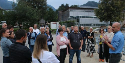 Bei einem Spaziergang wurden die Themen vor Ort angerissen und anschließend in drei Gruppen mit den Fachleuten erörtert. STP/3
