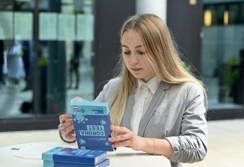 Beruhigendes Ergebnis der bisherigen PCR-Spültests. Nur fünf Tests waren an den Vorarlberger Schulen positiv.APA