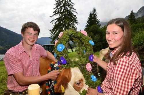 Bevor die Kühe der Alpe Dalaaser Spullers ins Tal ziehen, werden sie mit wunderschönen Kronen, Bändern und Halfter geschmückt.