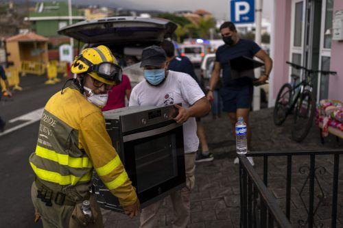 Bislang mussten 6000 Menschen in Sicherheit gebracht werden. Rund 320 Gebäude wurden bislang komplett zerstört. AP