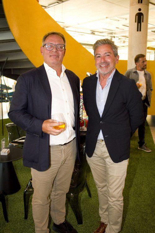 Christoph Gerster (l.) und Hanno Schuster bestaunten das Gebäude.