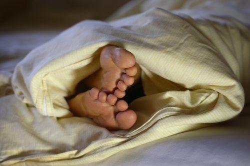 Chronische Schlafprobleme haben weitreichende gesundheitliche Folgen. apa