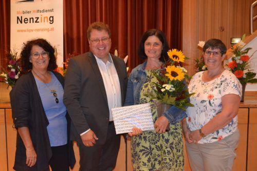Claudia Tiefenthaler wurde für 20 Jahre Mitarbeit und Leitung des Pflegeteams ausgezeichnet.em