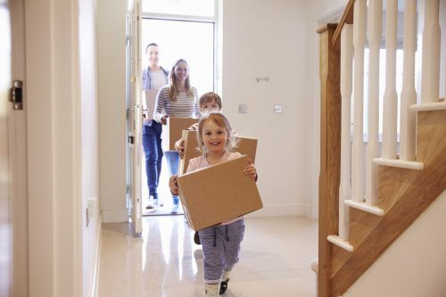Corona hat die Bedürfnisse ans Wohnen verändert. Homeoffice erhöht den Bedarf an größeren Wohnungen. shutterstock