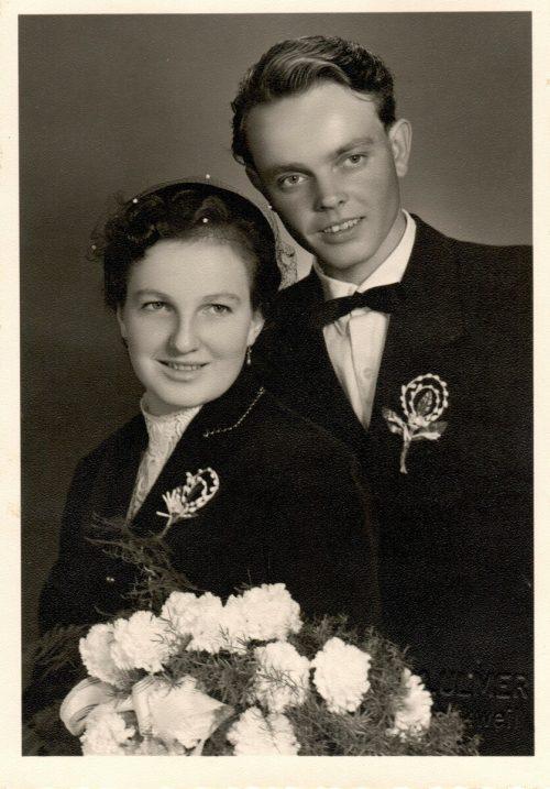 Das glückliche Hochzeitspaar an seinem großen Tag am 1. 10. 1956.