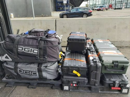 Das knapp 400 kg schwere Equipment von Österreichs WM-Schützen ist mit Verspätung in Richtung Peru unterwegs. ÖSB