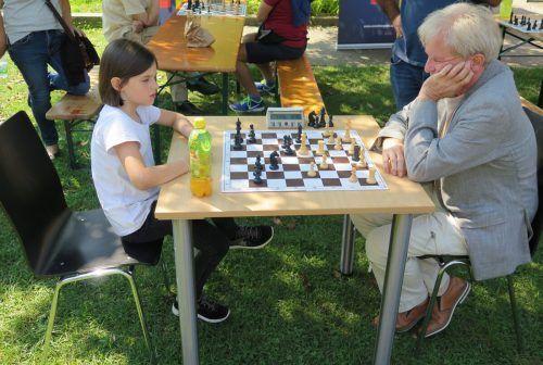 Das königliche Spiel als Freiluftturnier im Park Mariahilf.