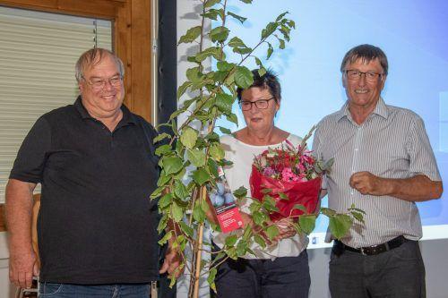 Das neue Ehrenmitglied des KPV Außermontafon, Karl Peter (l.), mit Gattin Anneliese und Vereinsobmann Jakob Netzer.Verein