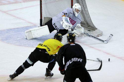 Das Reich der Eishockey-Torhüter wird künftig durch ein Trapez mit roten Linien neben und hinter dem Gehäuse eingeschränkt. gepa