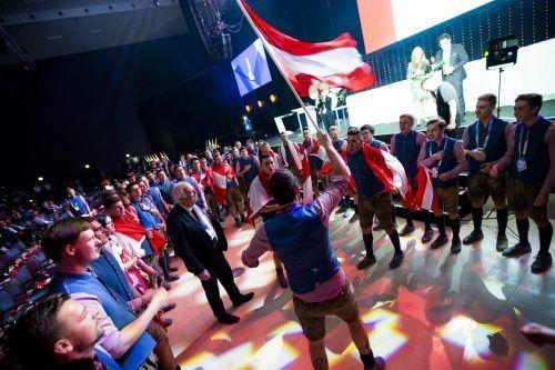 Das Team Österreich stimmt sich für die Abschlusszeremonie ein.
