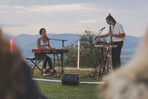 Das Wiener Electronic-Soul-Duo Elis Noa vor einer Traumkulisse.wam/2