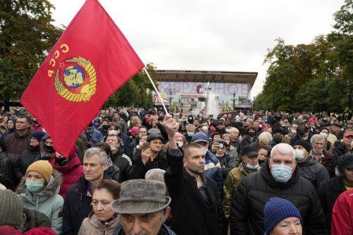 Demonstranten versammelten sich in Moskau, um ihren Unmut über Unregelmäßigkeiten bei der russischen Parlamentswahl kundzutun. AP