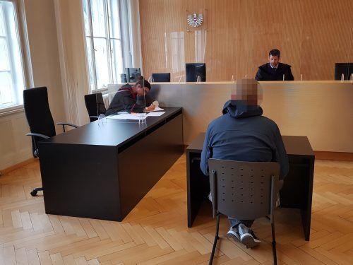 Der 47-jährige Angeklagte saß nicht das erste Mal wegen Sexualdelikten vor Gericht, er befand sich bereits in Haft. eckert