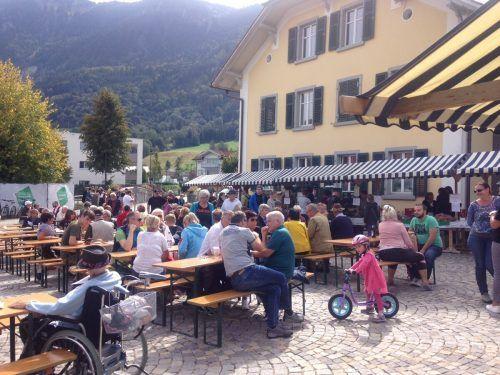 Der Alpabtrieb mit gleichzeitigem Käsemarkt ist in Nenzing alljährlich ein Volksfest.EM