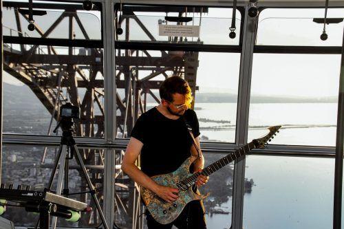 Der Australier Steve Burnside durfte die Pfänderbahn als Musikbühne nutzen.chf/2