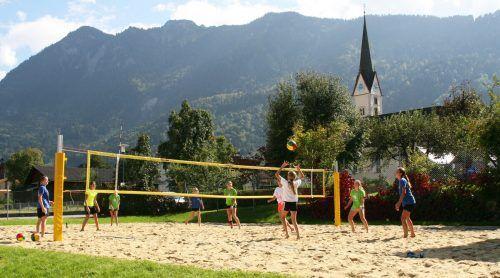 Der Beachvolleyballplatz hat für Vereine, Jugendliche und Gruppen geöffnet.EM