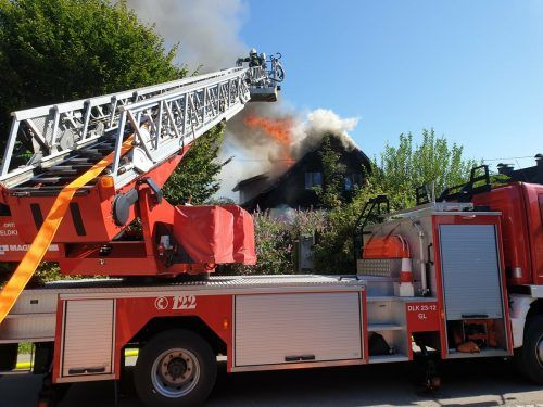 Der Brand hatte sich vom Zimmer über das Stiegenhaus bis zum Dachstuhl ausgebreitet. Feuerwehr Feldkirch Stadt