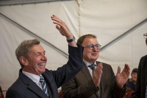 Der Ehrenring sitzt: Alt-Bürgermeister Lothar Ladner wurde für seine langjährigen Verdienste ausgezeichnet.MEZNAR