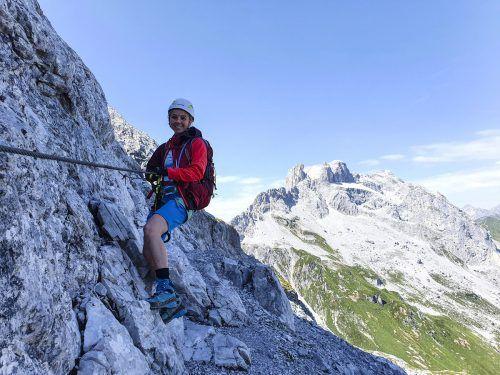 Der Klettersteig Gauablickhöhle ist nicht allzu schwer und durch die Höhle hat man auch eine längere Pause zwischendurch. Im Hintergrund sind die Drei Türme zu sehen.Oliver Ihring