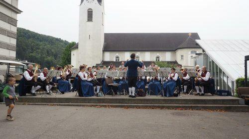 Der Musikverein Gisingen spielte für die Pfarrheimsanierung am Sebastianplatz auf. Heilmann