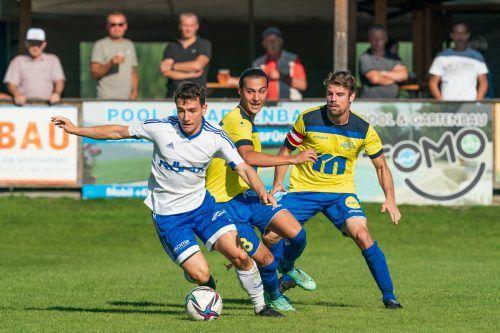 Der SC Röthis war gegen FC Wolfurt immer einen Schritt schneller und fuhr einen verdienten 4:0-Kantersieg ein.stiplovsek