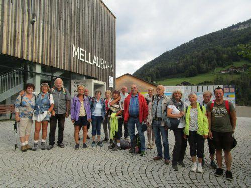 Der Seniorenring Feldkirch auf dem Weg zur Alpwanderung.Verein