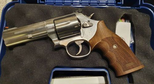 Der Smith & Wesson-Revolver wurde ihr abgenommen. APA/LPD WIEN