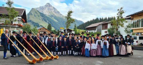 Der Tannberger Trachtentag wurde ein eindrucksvolles Bekenntnis zu Brauchtum und Tradition in Schröcken und Warth. Tracht zu tragen ist in den beiden Walsergemeinden zwischen Bregenzerwald und Arlberg ein Herzensanliegen.