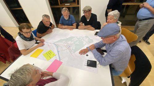 Der Workshop zum Straßen- und Wegekonzept war gut besucht. In Kleingruppen wurde angeregt diskutiert. Montiperle