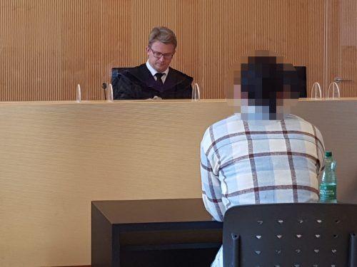 Die Angeklagte behauptete gegenüber Richter Dietmar Nußbaumer, inzwischen auf einem guten Weg zu sein. eckert