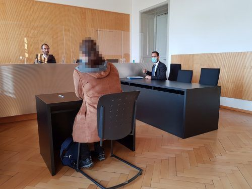 Die Angeklagte wurde wegen ihrer Attacken zu sechs Monaten bedingter Haft und einer Geldstrafe verurteilt. EC