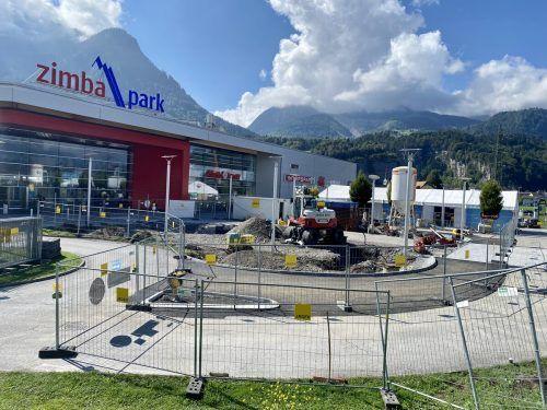 Die Außenanlage vor dem Eingang des Zimbaparks in Bürs wird bis Ende November baulich umgestaltet. VN/JS