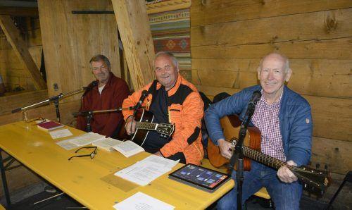 """Die """"Drei Freunde"""" begleiteten den Gottesdienst musikalisch. Im Anschluss sorgten sie beim geselligen Teil für Unterhaltung."""