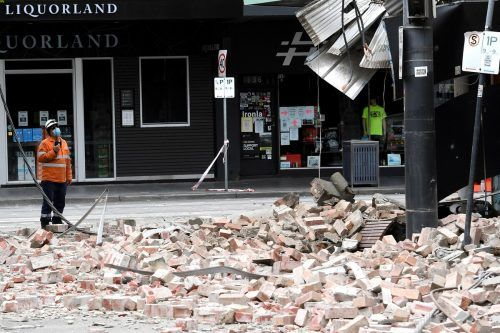 Die Einkaufsmeile von Melbourne war mit Trümmerteilen übersät. AFP