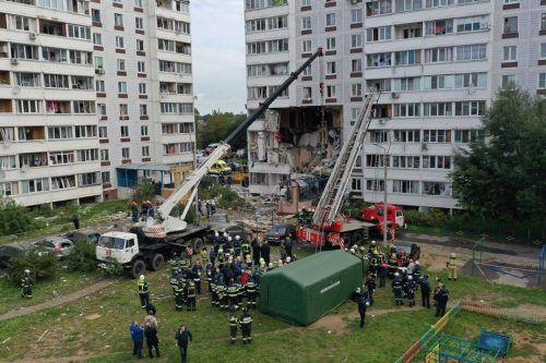 Die Fassade wurde durch die Wucht der Explosion teilweise herausgerissen. AFP