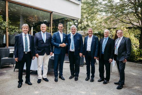 """Die Geehrten mit Landeshauptmann Markus Wallner (3. v. l.): Fritz Maierhofer (Koblach), Karl Hehle (Hörbranz), Josef """"Mandi"""" Katzenmayer (Bludenz), Anton Metzler (Satteins), Hermann Manahl (Raggal) und Stefan Bachmann (Blons). sams/VLK"""