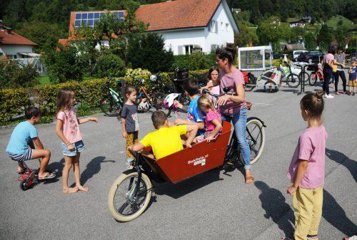 Die Gemeinde Kennelbach lud zum Testen der Lastenfahrräder ein.