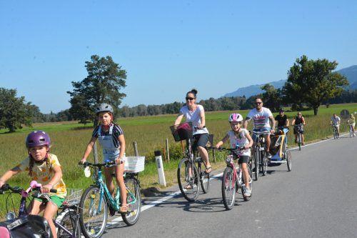 Die Radfahrer zeigten am Sonntag, wie ein autofreies Ried aussehen könnte. Glückliche Gesichter, lachende Kinder und Zufriedenheit so weit das Auge blicken konnte.