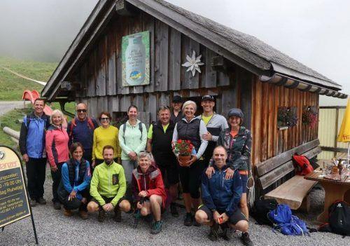 Die Teilnehmer des TSC Bludance bei ihrer Wanderung auf das Dünserberger Älpele.Bludance