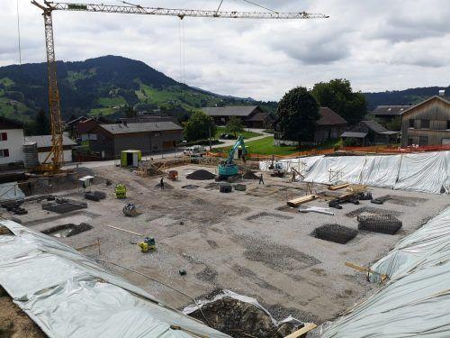 Die Vorbereitungsarbeiten für die drei Wohnhäuser in der Parzelle Leiten laufen auf Hochtouren. ME/3