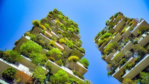 Dorfgemeinschaften in grünen Hochhäusern – laut Trendforscher könnte Wohnen vermehrt so aussehen.Shutterstock