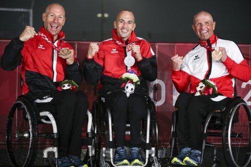 Einen fast perfekten Medaillensatz sicherten sich Alexander Gritsch (l.), Thomas Frühwirth (M.) und Walter Ablinger (r.) im Handbike-Straßenrennen.GEPA