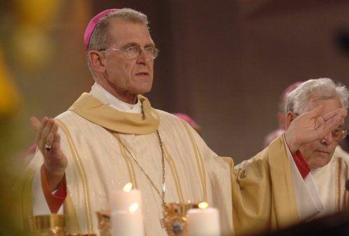 Elmar Fischer hat sich aus der Öffentlichkeit zurückgezogen und lebt laut Diözese Feldkirch in einer kleinen Gemeinschaft im Bregenzerwald.Stiplovsek