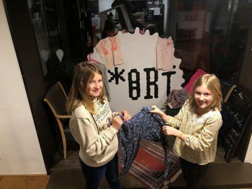 Emilie Alge und Ida Lampert hatten die Idee eines Kleidertauschs für Kinder und Jugendliche.Gde